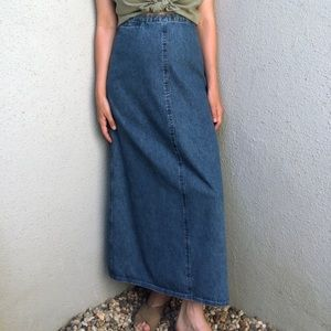 [vintage] minimal medium wash jean maxi skirt